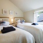 Tub Cottage - Holiday Cottage, Litton - Twin bedroom